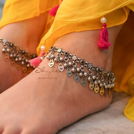 Tattva Carved Leaf Drop Ghughri Statement Anklet primary